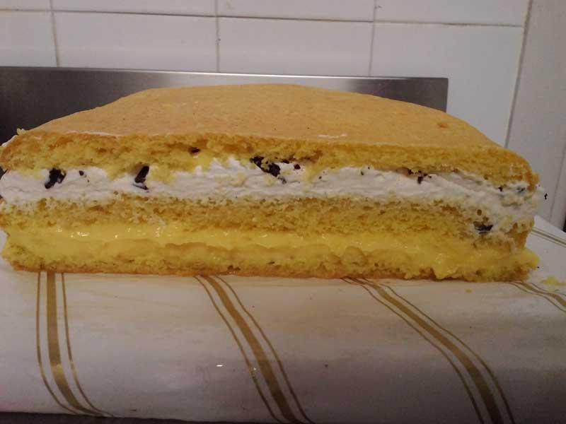 Fantasia cake design scegli la crema e l 39 impasto per la - Glassa a specchio su pan di spagna ...